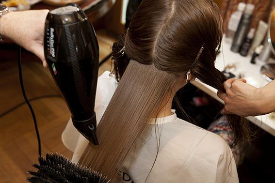 5 λάθη που κάνεις με το πιστολάκι στο στέγνωμα μαλλιών και στο χτένισμα d02339b2d12