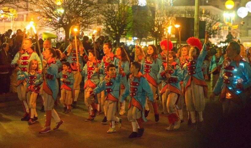 Carnival-in-Patras-night-parade-kids